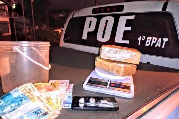 Droga é encontrada escondida dentro de balde enterrado no pátio de casa em Gramado Brigada Militar/Divulgação