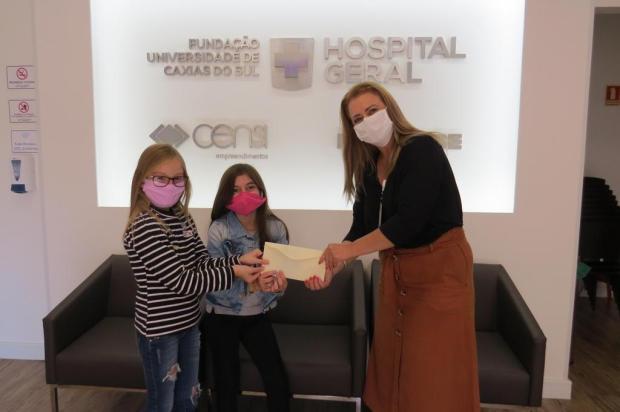 Após produzirem e venderem bonecos, meninas doam R$ 50 a hospital de Caxias Hospital Geral/Divulgação