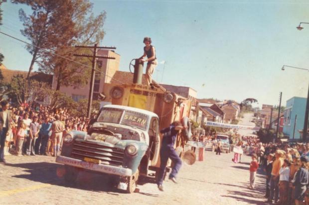 Sósias de Shazan e Xerife agitam Flores da Cunha em 1973 Acervo pessoal de Floriano Marini/Reprodução