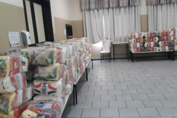 Professores se unem e doam duas toneladas de alimentos à comunidade da Escola Nova Esperança, em Caxias do Sul Gislaine Freitas/Divulgação