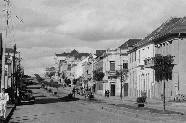 Trechos da Avenida Júlio em 1940: teste seus conhecimentos Studio Geremia,Arquivo Histórico Municipal João Spadari Adami/Divulgação