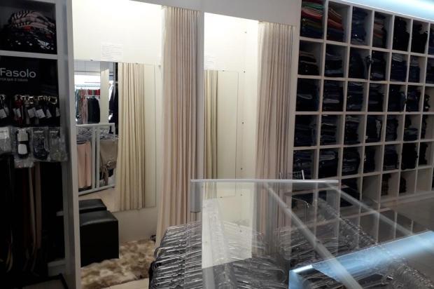 Como a proibição de provar roupas e calçados nas lojas impacta no comércio Marcelo Rocha/Agência RBS