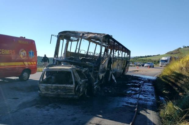 Trânsito segue alternado na RS-122, em Campestre da Serra, onde cinco pessoas morreram em acidente entre carro e ônibus CRBM Farroupilha/Divulgação