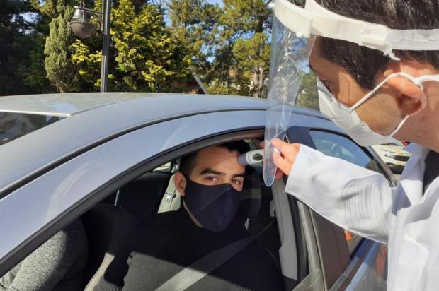 Em barreiras sanitárias, motoristas e passageiros são abordados em Gramado para medição de temperatura Ilton Müller / Prefeitura de Gramado/Divulgação