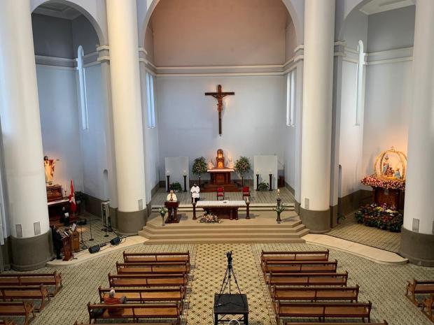 Fiéis seguem orientação e Romaria de Caravaggio começa com santuário vazio em Farroupilha André Fiedler / Agência RBS/Agência RBS