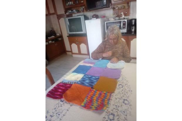 Idosas de Caxias costuram colcha e vendem por R$ 500 para comprar cestas básicas para necessitados Deonisio Betto / Divulgação/Divulgação