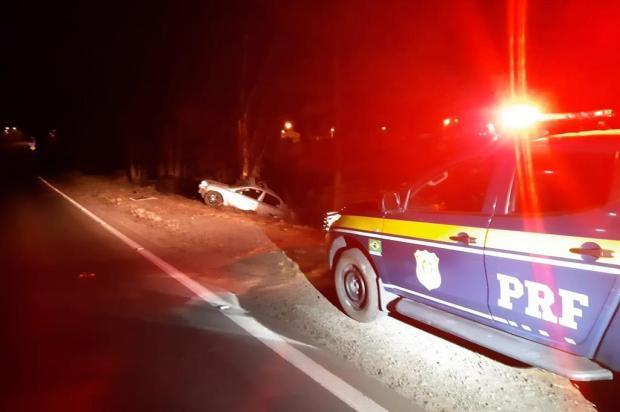 Motorista morre após Astra colidir contra árvore em Vila Flores Polícia Rodoviária Federal/Divulgação