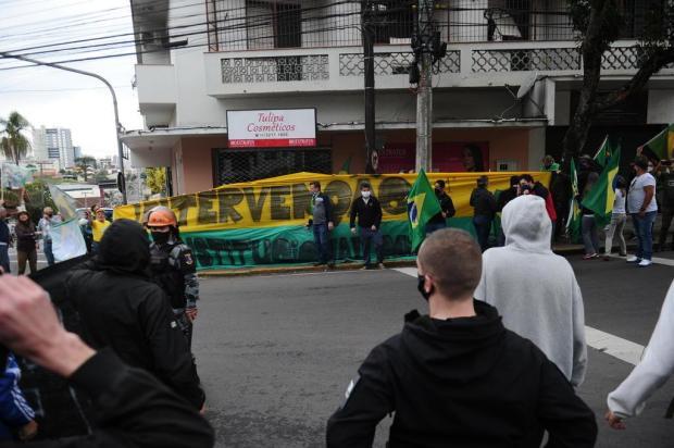 VÍDEO: confira o ato com manifestantes contra e a favor de Bolsonaro, em Caxias do Sul Antonio Valiente/Agencia RBS