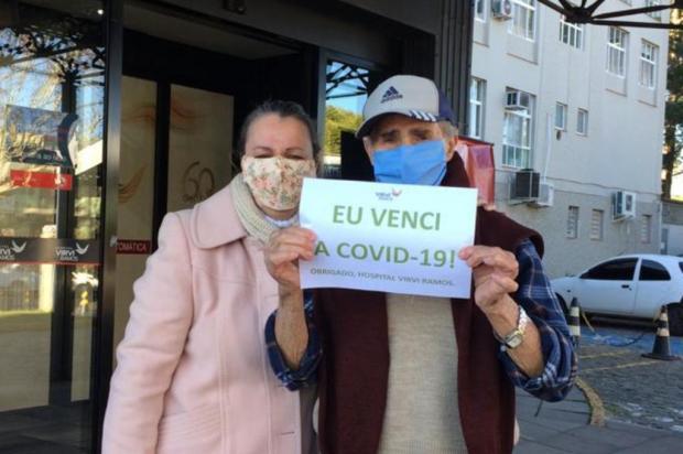 Após duas semanas internado com coronavírus, aposentado de 88 anos sai do hospital em Caxias e comemora Hospital Virvi Ramos/Divulgação