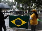 Confira vídeo e imagens do protesto contra o presidente Jair Bolsonaro em frente ao quartel de Caxias Antonio Valiente/Agencia RBS