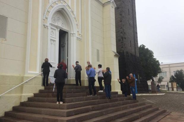 Dezenas de fiéis participam de missa no feriado de Corpus Christi em Flores da Cunha Flavia Noal / Agencia RBS/Agencia RBS
