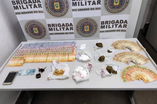 Ação contra o tráfico de drogas apreende mais de R$ 4 mil em Caxias do Sul Brigada Militar / Divulgação/Divulgação