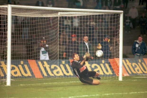 Campeão em 2000: ex-goleiro do Caxias lembra defesa em pênalti cobrado por Ronaldinho Porthus Junior/Agencia RBS