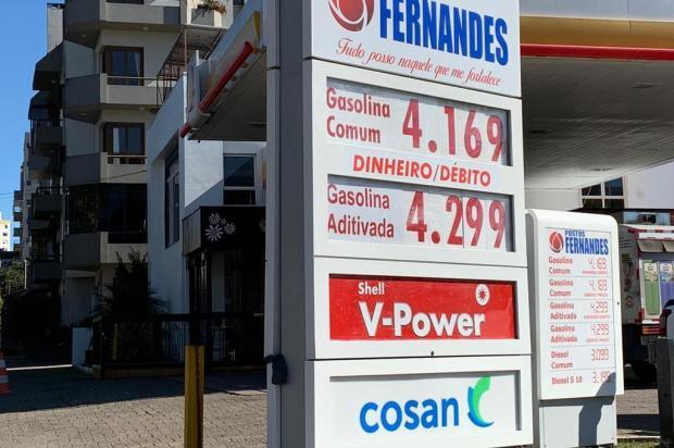 Gasolina volta a passar dos R$ 4 em parte dos postos de Caxias André Fiedler/Agência RBS