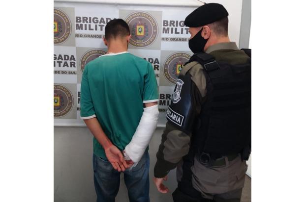 Com braço engessado, homem força a própria prisão para levar drogas a presídio de Caxias do Sul Polícia Civil / Divulgação/Divulgação