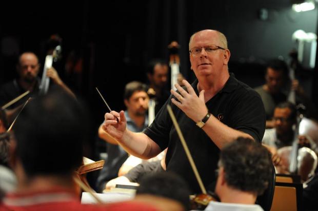 """""""Estado de coma indefinido em que a orquestra foi colocada nos causa um sofrimento muito grande"""", diz maestro Manfredo Schmiedt Felipe Ntland/Agencia RBS"""