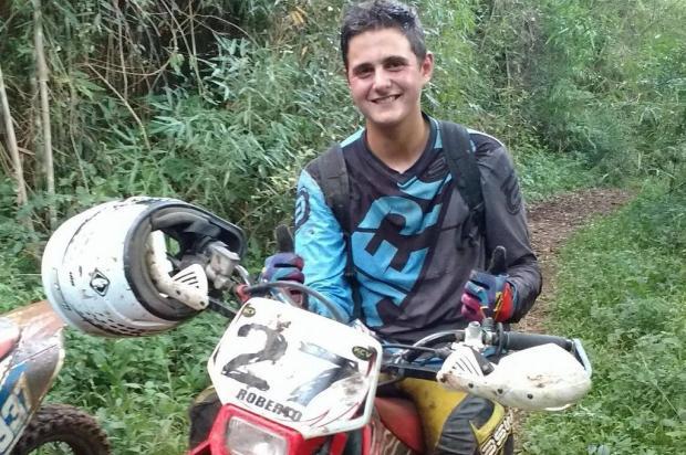 Jovem de 20 anos morre em acidente de trabalho com trator, no interior de Caxias Facebook/Reprodução