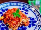 Na Cozinha: experimente fazer essa lasanha à bolonhesa e molho branco Omar Freitas / Agência RBS/Agência RBS