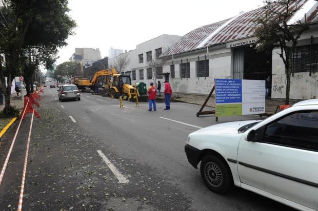 Obra nas faixas de ônibus da Rua Marechal Floriano, em Caxias, começa com retirada de estacionamentos Antonio Valiente/Agencia RBS