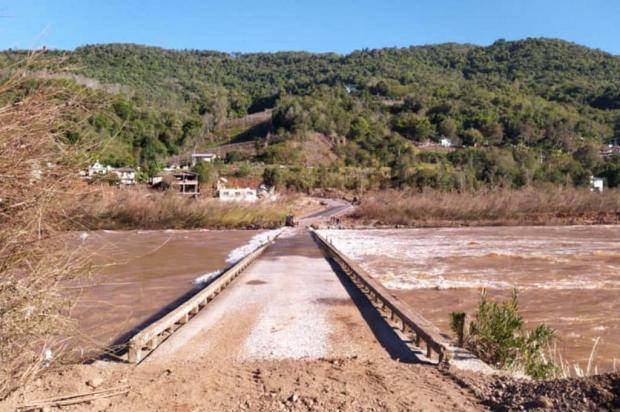 Ponte de acesso a Cotiporã é liberada após ficar submersa duas vezes em uma semana Douglas Penso/Divulgação