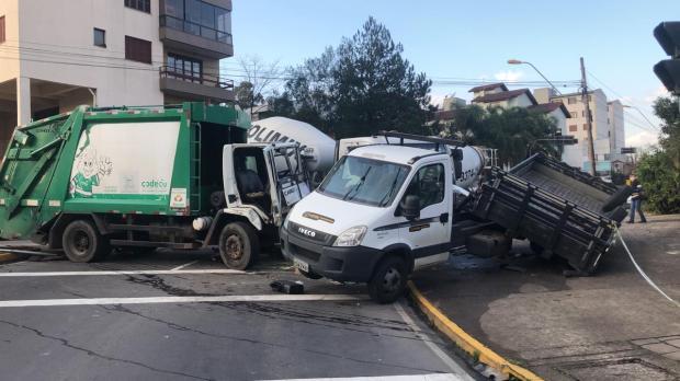 Acidente com caminhão da Codeca deixa dois funcionários feridos Porthus Junior / Agência RBS/Agência RBS