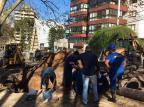 Poda de árvores e obras do Samae interrompem o trânsito na Rua Dr. Montaury, em Caxias André Fiedler/Agência RBS