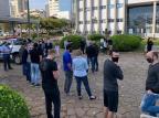 Donos de lojas e restaurantes de Caxias fazem manifestação para pedir regras mais flexíveis André Fiedler/Agência RBS