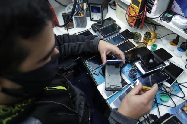 Ministério Público de Bento Gonçalves vai entregar celulares apreendidos em penitenciária a alunos da rede pública Isadora Neumann/Agencia RBS