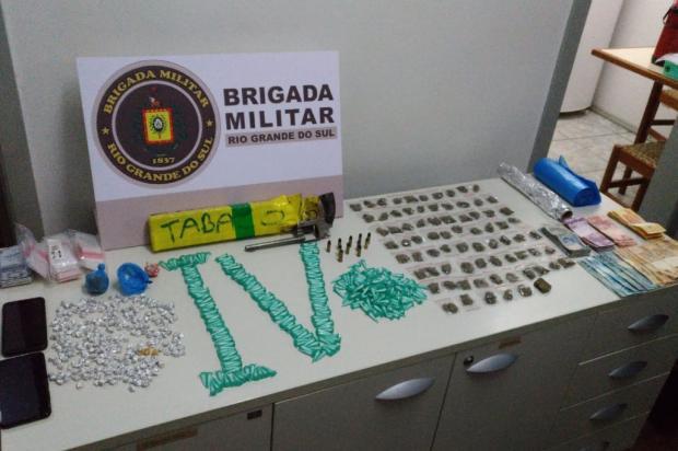 Mãe e filho são presos por tráfico de drogas em Flores da Cunha Brigada Militar / Divulgação/Divulgação