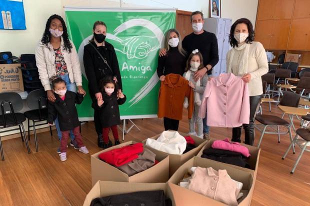 Empresa de Caxias produz 100 casacos para crianças do projeto Mão Amiga Mírian Camargo / Divulgação/Divulgação