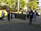 Após cão ter sido enforcado, protetores dos animais protestam em Caxias do Sul Lizie Antonello / Agência RBS/Agência RBS