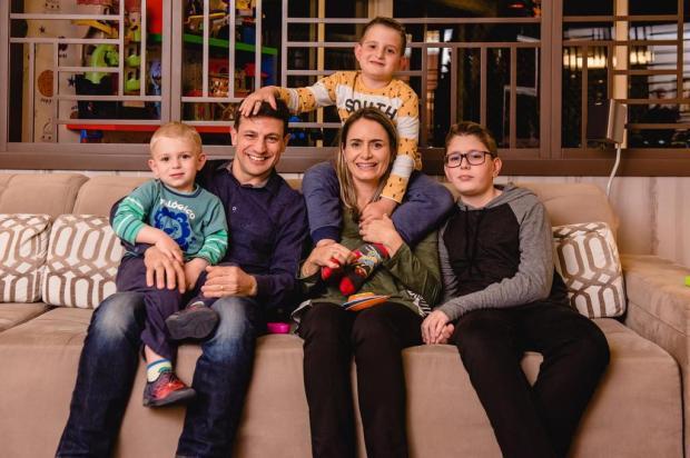 Conheça o lar cheio de afetos do casal Alexandre e Ana Paula Bianchi e dos seus três filhos Alex Battistel/Divulgação