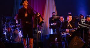 Live da Orquestra Municipal de Garibaldi com o cantor Cristiano Quevedo é atração neste domingo Brua Marchioro/Divulgação