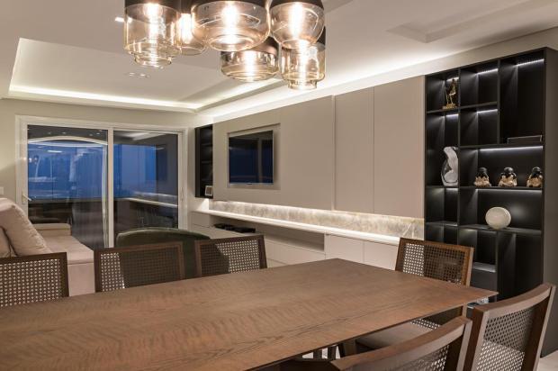 Casa & Cia: mescla de materiais dá tom contemporâneo a imóvel projetado para curtir o convívio Guilherme Jordani/Divulgação