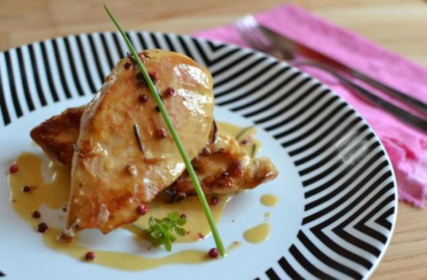 Na Cozinha: aprenda a fazer peito de frango ao molho de pimenta-rosa Aluísio Pinheiro  / Agência RBS /Agência RBS