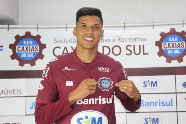 """""""O atacante tem uma responsabilidade enorme"""", diz novo camisa 9 do Caxias Vitor Soccol/Dinâmica Conteúdo"""