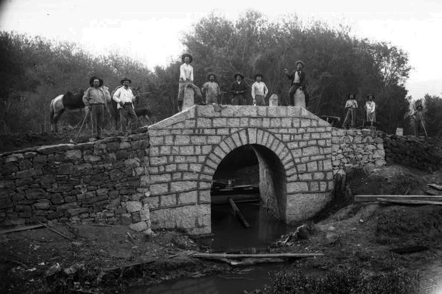 Bairro São José e a antiga Ponte Negra em 1908 Domingos Mancuso/Arquivo Histórico Municipal João Spadari Adami,divulgação