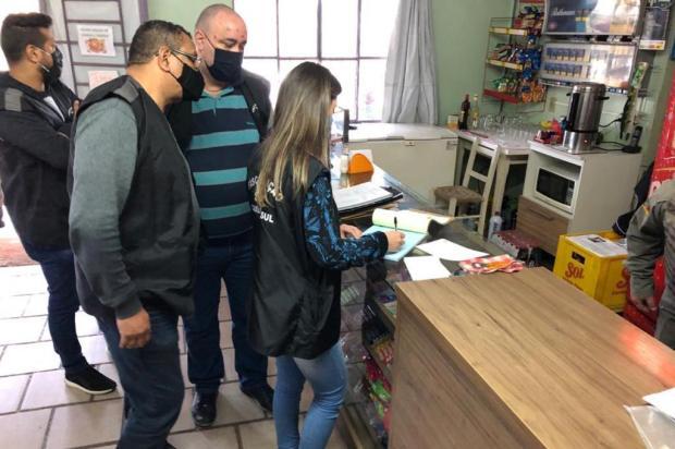 Fiscalização fecha três bares e flagra aglomerações no interior de Caxias do Sul SMU/Divulgação