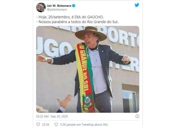 Bolsonaro homenageia gaúchos com foto em Caxias do Sul Reprodução/