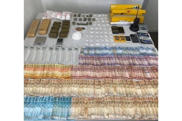 Ação contra o tráfico de drogas recolhe R$ 8 mil em Caxias do Sul Brigada Militar / Divulgação/Divulgação