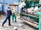 """""""Dei uma mãozinha para a Codeca"""", diz pré-candidato a prefeito de Caxias em publicação recolhendo lixo FAcebook Adiló Didomenico/Reprodução"""