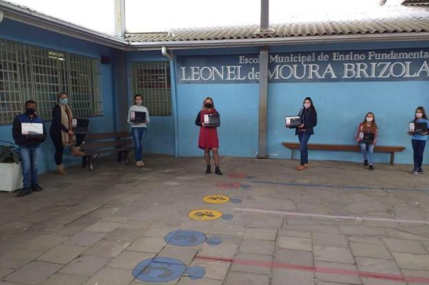 Para qualificar ensino remoto, fórum de Flores da Cunha doa computadores à escolas públicas Escola Leonel de Moura Brizola/Divulgação