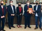 Candidatos do Novo à prefeitura de Caxias entregam plano de trabalho para a direção da CIC Gabriela Marcon/Divulgação