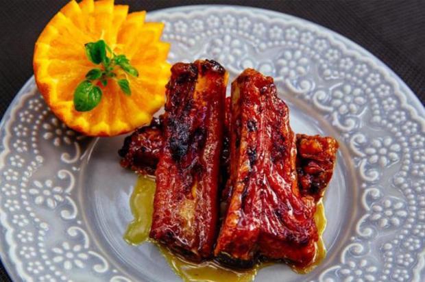 Na Cozinha: faça costelinha com laranja e mel Omar Freitas / Agência RBS/Agência RBS
