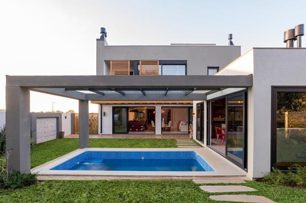 Casa & Cia: inspire-se nesta casa integrada à natureza, que valoriza o convívio, o descanso e os bons vinhos Guilherme Jordani/Divulgação