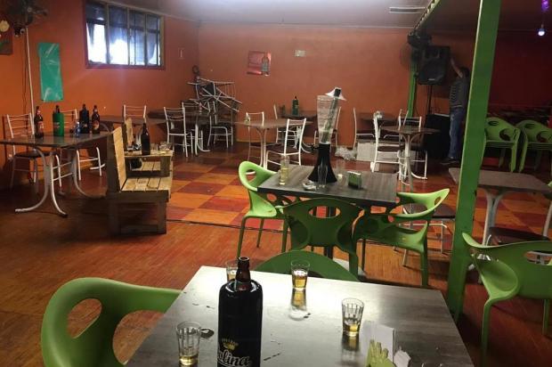 Ação de fiscalização interdita dois bares por descumprimento de lei, em Caxias do Sul SMU/Divulgação