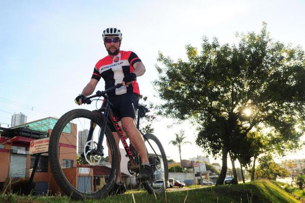 """Olhares da cidade: """"Temos que disputar espaço com carro parado"""", diz ciclista caxiense Porthus Junior/Agencia RBS"""