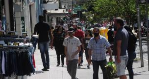 Temperatura amena leva centenas de pessoas ao centro e parques de Caxias do Sul (Antonio Valiente/Agencia RBS)