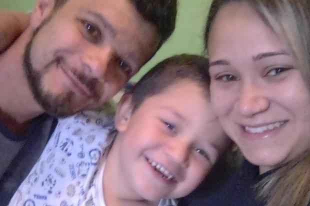 Polícia acredita que disputa pelo tráfico de drogas motivou execução de família em Caxias Facebook Edson Toffolo/Reprodução