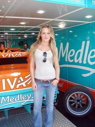 692baac7e50 Modelo Fiorella Mattheis participa de carreata da Stock Car - Pioneiro